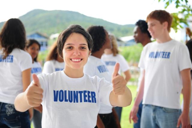 teen-volunteer